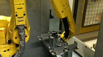 FANUC ROBODRILL Alpha-T21iFA - automatisierte Lösung mit FANUC-Knickarmrobot
